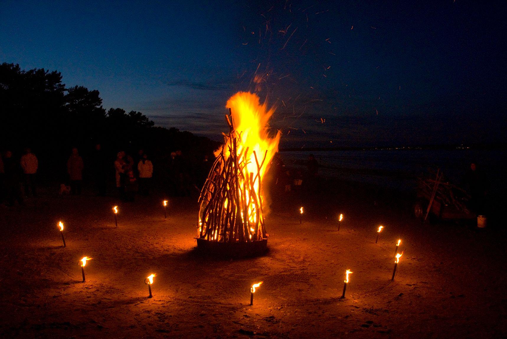 Osterfeuer an der Ostsee