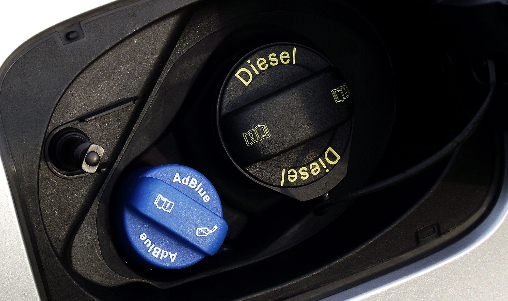 2015 Audi Q3 2.0 TDI quattro mit Tankeinfuellstutzen für AdBlue